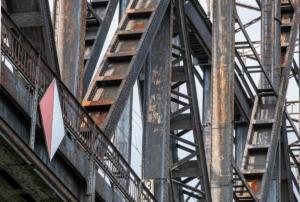 Alles genietet, Haus -Knipp-Eisenbahnbrücke