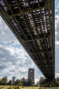 Haus-Knipp-Eisenbahnbrücke und Schacht 8